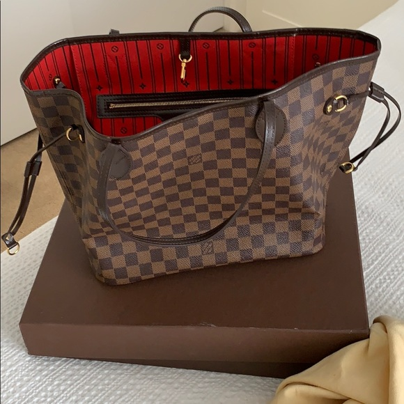 Louis Vuitton Handbags - 2012 Louis Vuitton Damier MM Neverfull. Authentic